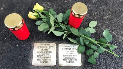 Stolpersteine: Johanna und Hermann Levy am 9. November 2018 | ©. Striegel 2018